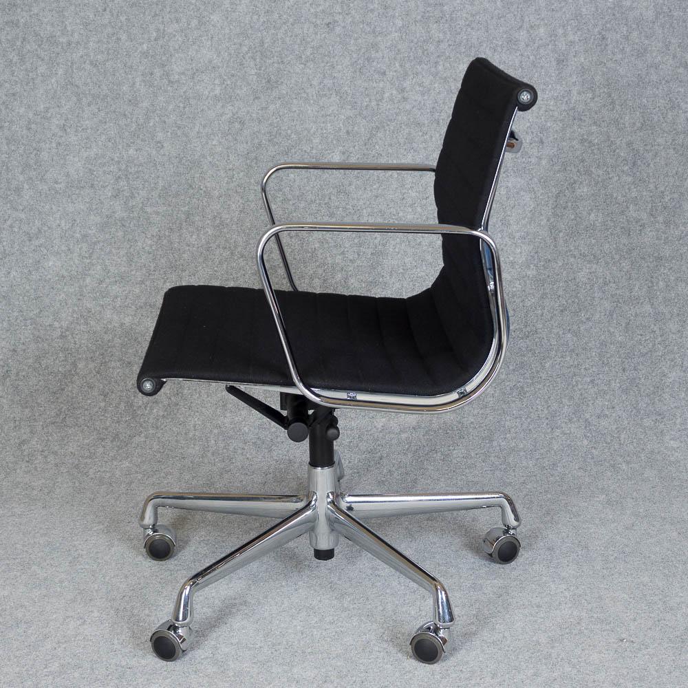 Vitra alu chair ea 117 flashfox for Vitra alu chair replica