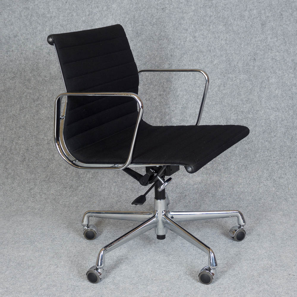 vitra alu chair ea 117 flashfox. Black Bedroom Furniture Sets. Home Design Ideas